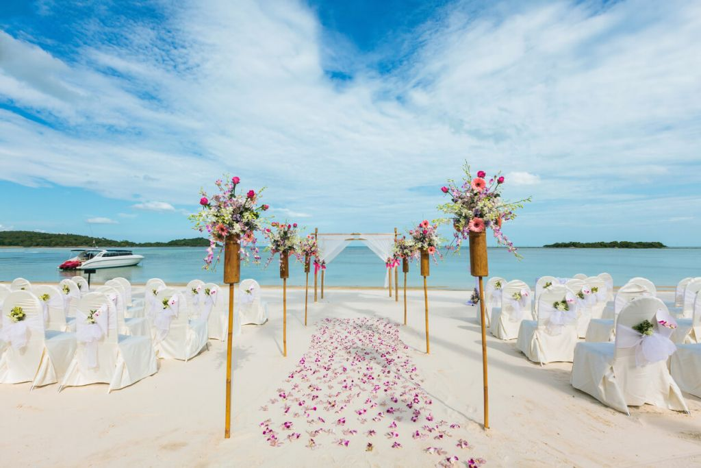 A Beach	Mandap,	Quirky Decor and Stunning Landscape Make For A Spectacular Wedding Affair